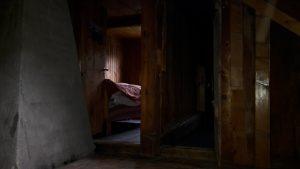 sanierungsbedürftige Schlafeinrichtung