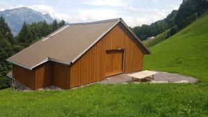 Neue Holzfassade an Stall