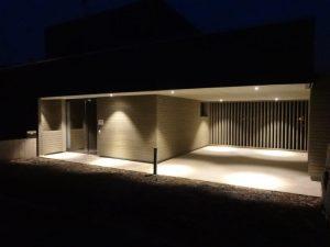 Holzfassade trifft lichtdisign
